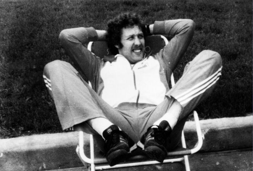 Złoty medalista Władysław Kozakiewicz w wiosce olimpijskiej w Moskwie w 1980 roku (fot.. PAP)