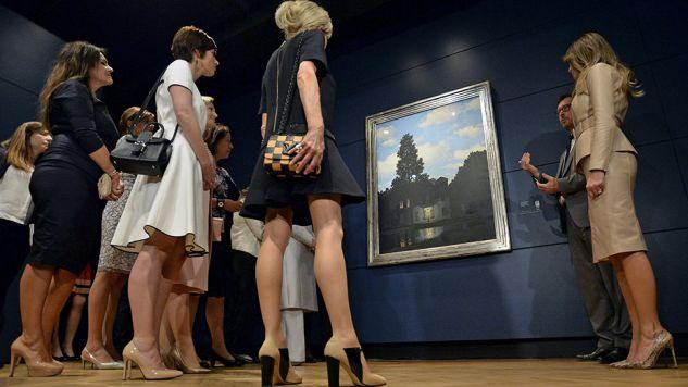 Długość sukienki Brigitte Macrone budzi kontrowersje (fot. PAP/EPA/SASCHA STEINBACH)