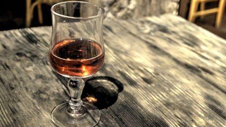 Józef D. mówił, nie był świadomy, że może naruszać przepisy, bo wsiadł do samochodu kilkanaście godzin po tym, jak spożywał alkohol. (fot.pixabay.com).