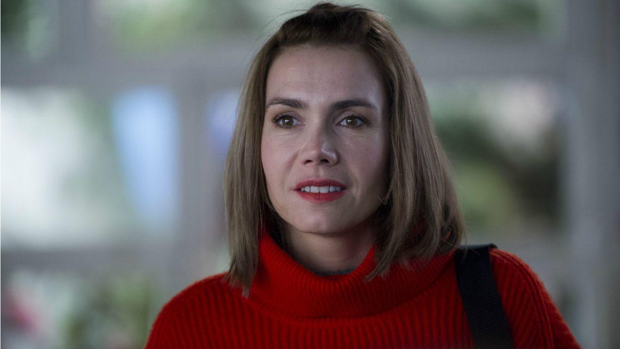 Ich codzienną rutynę zaburza pojawienie się młodej, energicznej i bezkompromisowej dziennikarki Claudii, w tej roli Olga Bołądź (fot. N. Młudzik TVP)