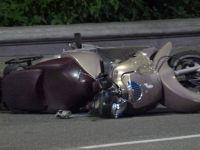 Motocyklista z pasażerem wbił się w busa. Zginął na miejscu