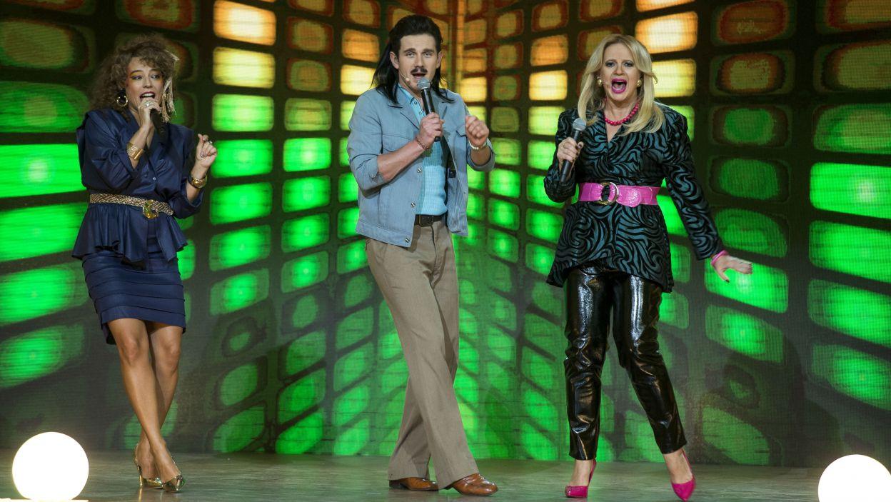 W rundzie muzycznej prowadzący śpiewali, a Wanda z Markiem typowali pomylone słowa (fot. TVP)