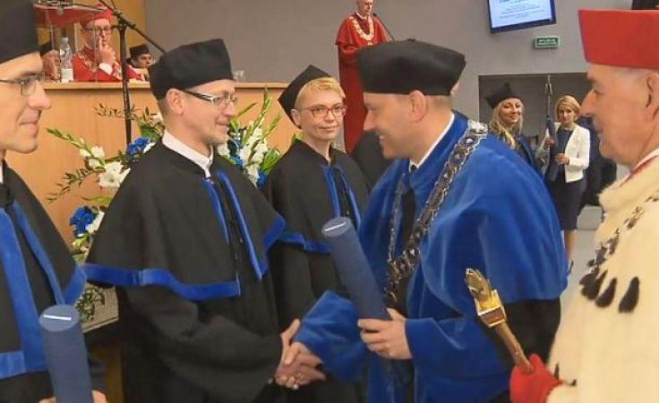 Dyplomy odebrały 144 osoby
