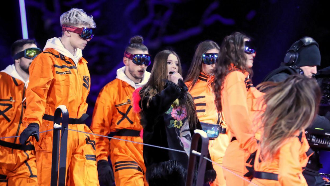 Roksana Węgiel, laureatka Eurowizji Junior, wystąpiła ze stosowną obstawą (fot. PAP/Grzegorz Momot)