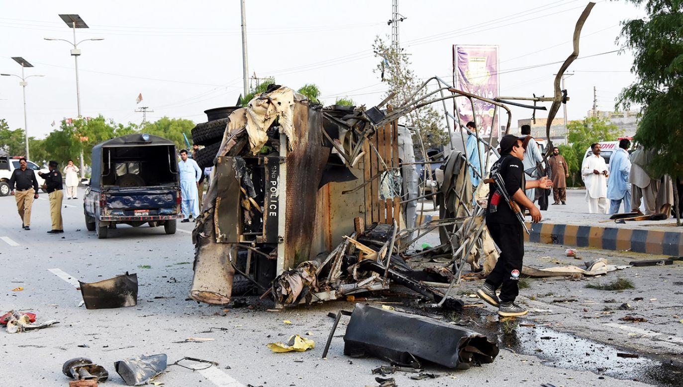 W trzech atakach samobójczych zginęło co najmniej sześciu policjantów (fot. PAP/ EPA/JAMAL TARAQAI)