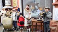 7 BDH Młode Wilki z muzyczną lekcją patriotyzmu na ulicy Gdańskiej