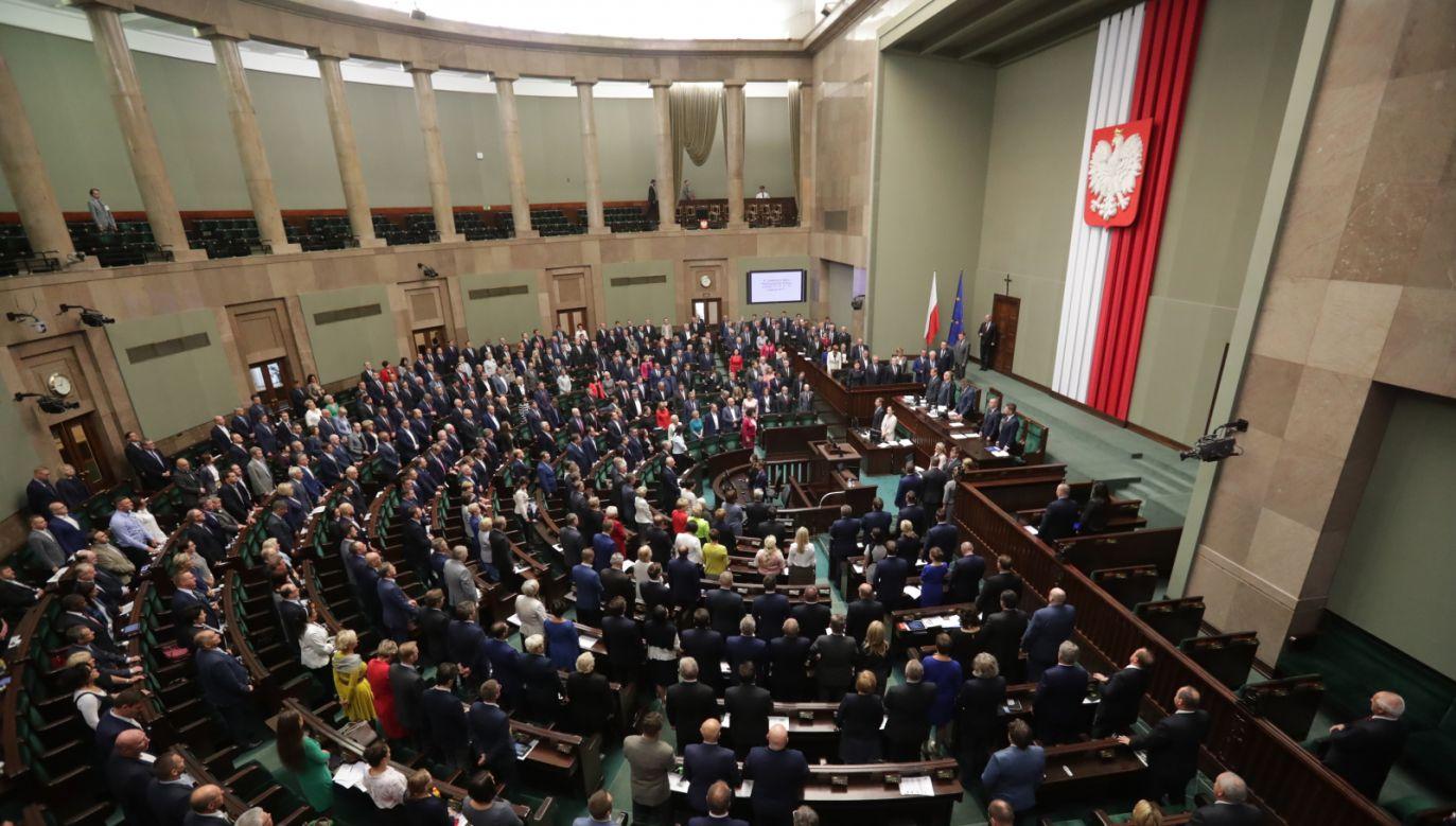 Według najnowszego sondażu IPSOS do Sejmu weszłyby cztery partie (fot. PAP/Bartłomiej Zborowski)
