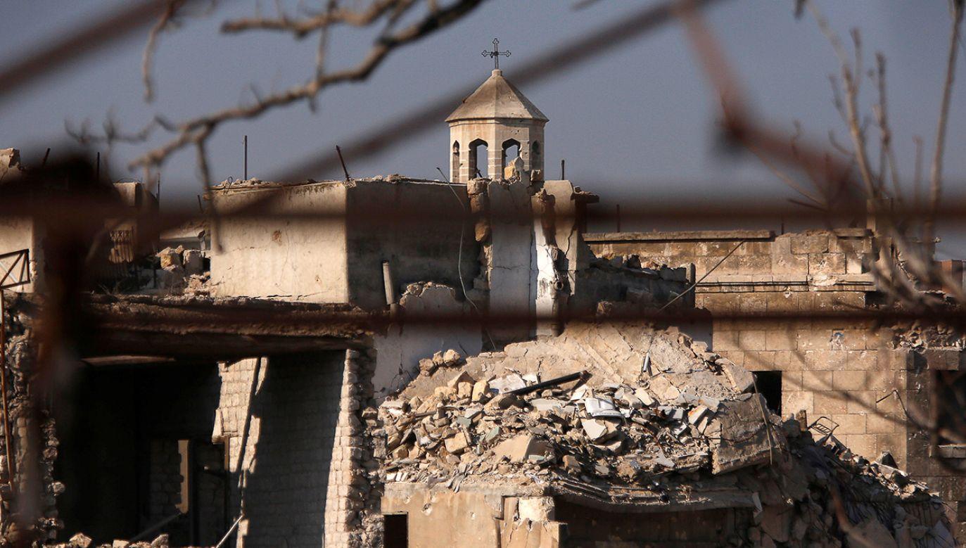 Fragment kościoła w zniszczonym Aleppo (fot. REUTERS/Omar Sanadiki)