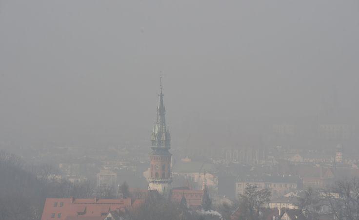 Kraków ma w ostatnich tygodniach wyjątkowe problemy ze smogiem(fot. PAP/Jacek Bednarczyk)