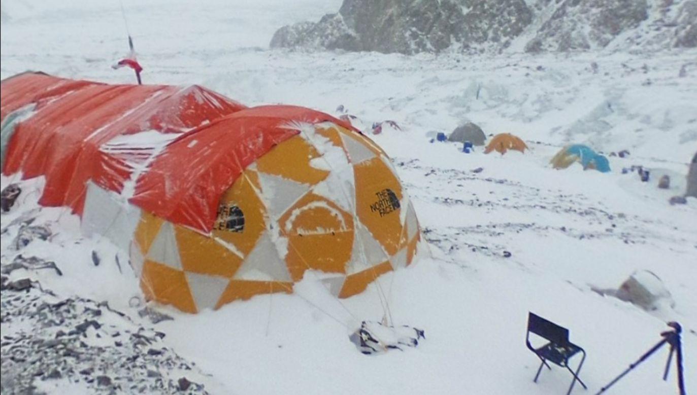 Życie w bazie pod K2 nie jest proste (fot. fb/Adam Bielecki)
