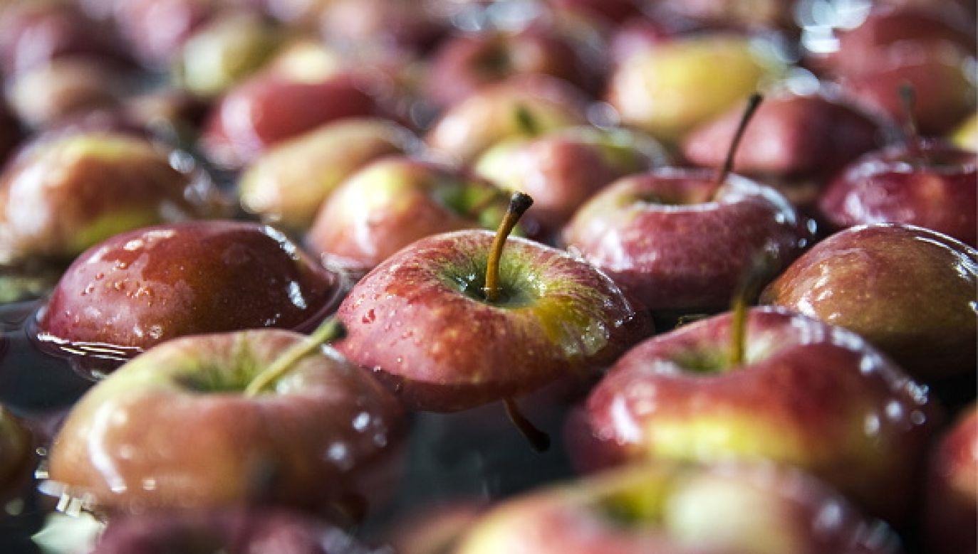Czy będziemy sprowadzać jabłka z Chin? (fot. Yelena Afonina\TASS via Getty Images)