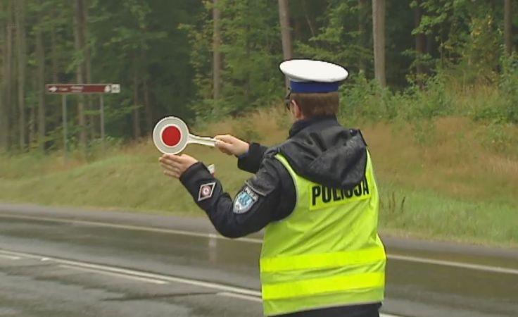 """Policjanci dbają o """"Bezpieczny Weekend"""" na drogach"""