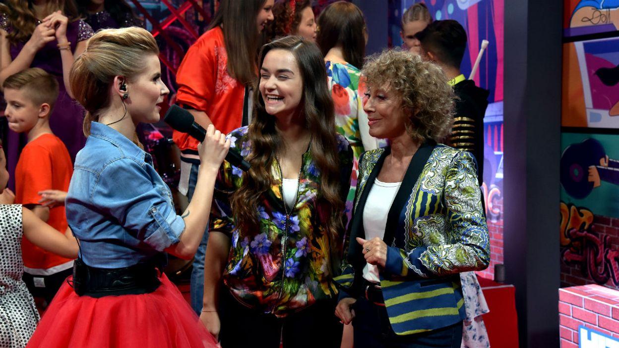 """Kolejnym szczególnym gościem programu była Alicja Majewska, która z Oliwką Skórą wprowadziła widzów w świat zakochanych. Wspólnie zaśpiewały """"Odkryjemy miłość nieznaną"""" (fot. I. Sobieszczuk/TVP)"""