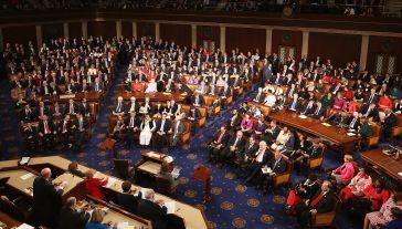 Za przyjęciem kompromisowego projektu ustawy głosowało 256 ustawodawców przeciw 167 (fot. Chip Somodevilla/Getty Images)