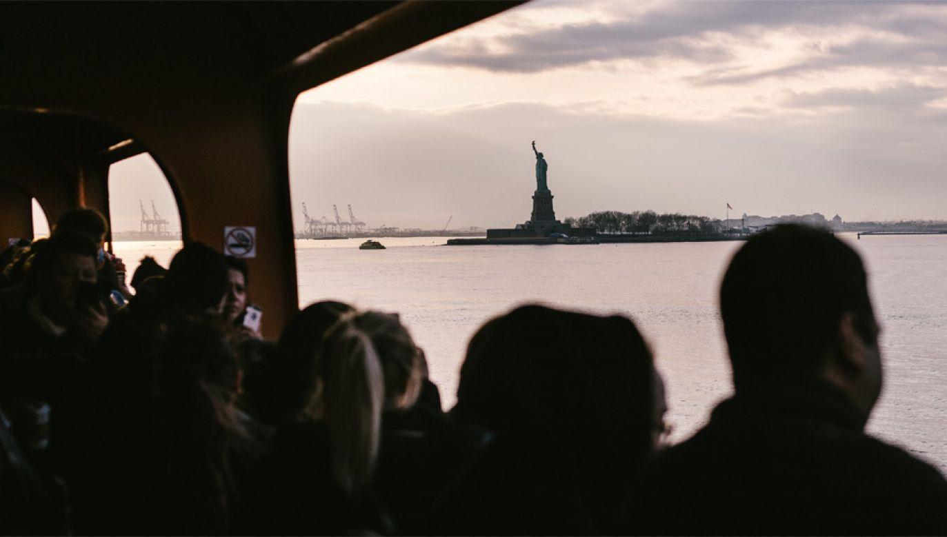 W wyniku tzw. shutdownu zamknięto m.in. Statuę Wolności (fot. PAP/EPA/ALBA VIGARAY)