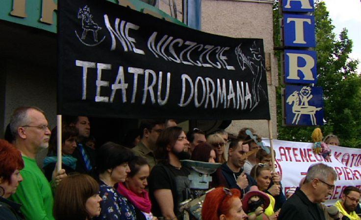 Przed Teatrem Dzieci Zagłębia rozpoczęły się pikiety.