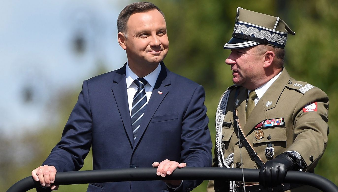Prezydent Andrzej Duda i szef Sztabu Generalnego gen. broni Leszek Surawski (fot. PAP/Radek Pietruszka)