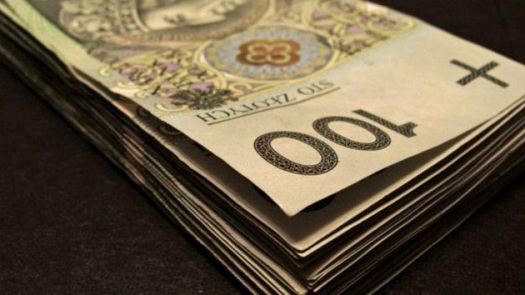Policja przestrzega przed wypłacaniem i przekazywaniem pieniędzy nieznanym osobom (fot. TVP)