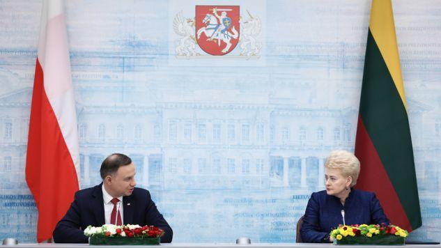 Prezydent RP Andrzej Duda (L) i prezydent Litwy Dalia Grybauskaite (P) podczas wspólnej konferencji prasowej (fot. PAP/Leszek Szymański)