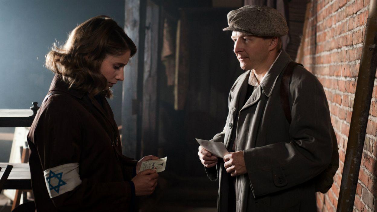 Malina zabiera Marysię do getta, by ta w końcu spotkała się z rodziną (fot. TVP)