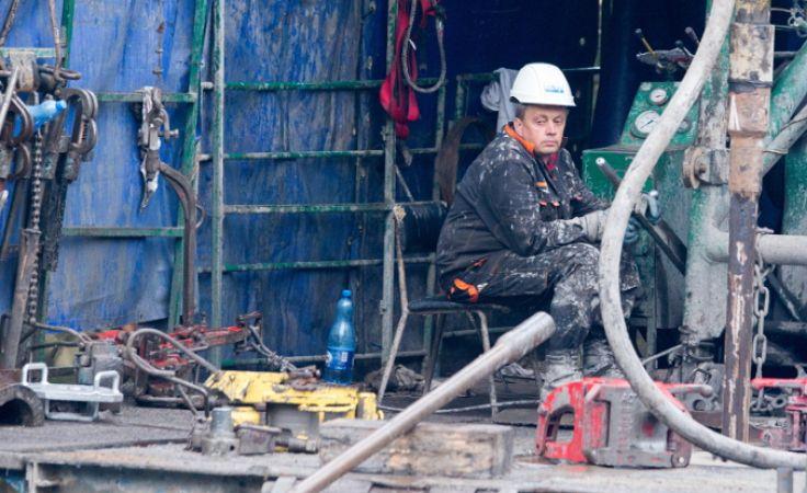 Trwa akcja wykonywania odwiertu ratowniczego w rejonie kopalni węgla Wujek Śląsk w Katowicach. Foto. PAP/Andrzej Grygiel