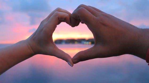 Polacy coraz częściej szukają miłości poza siecią (fot.pixabay.com/dreverton9)