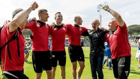 Radość Miedzi Legnica po awansie do Lotto Ekstraklasy (fot. PAP)