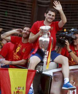 Iker Casillas na mistrzowskiej fecie w stolicy Hiszpanii (fot. PAP/EPA)