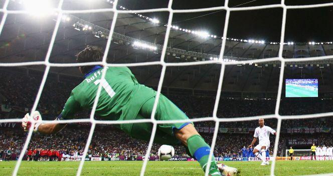 Buffon od wielu lat jest uważany za specjalistę od rzutów karnych (fot. Getty Images)