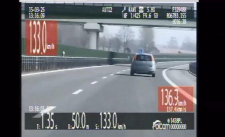 """Pościg za """"eLką"""". Samochód nauki jazdy pędził 135 km/h"""