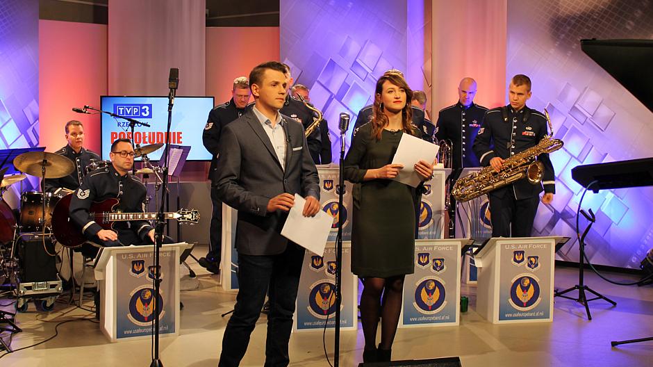 """8. Muzycy z zespołu """"United States Air Forces in Europe"""" w TVP3 Rzeszów"""