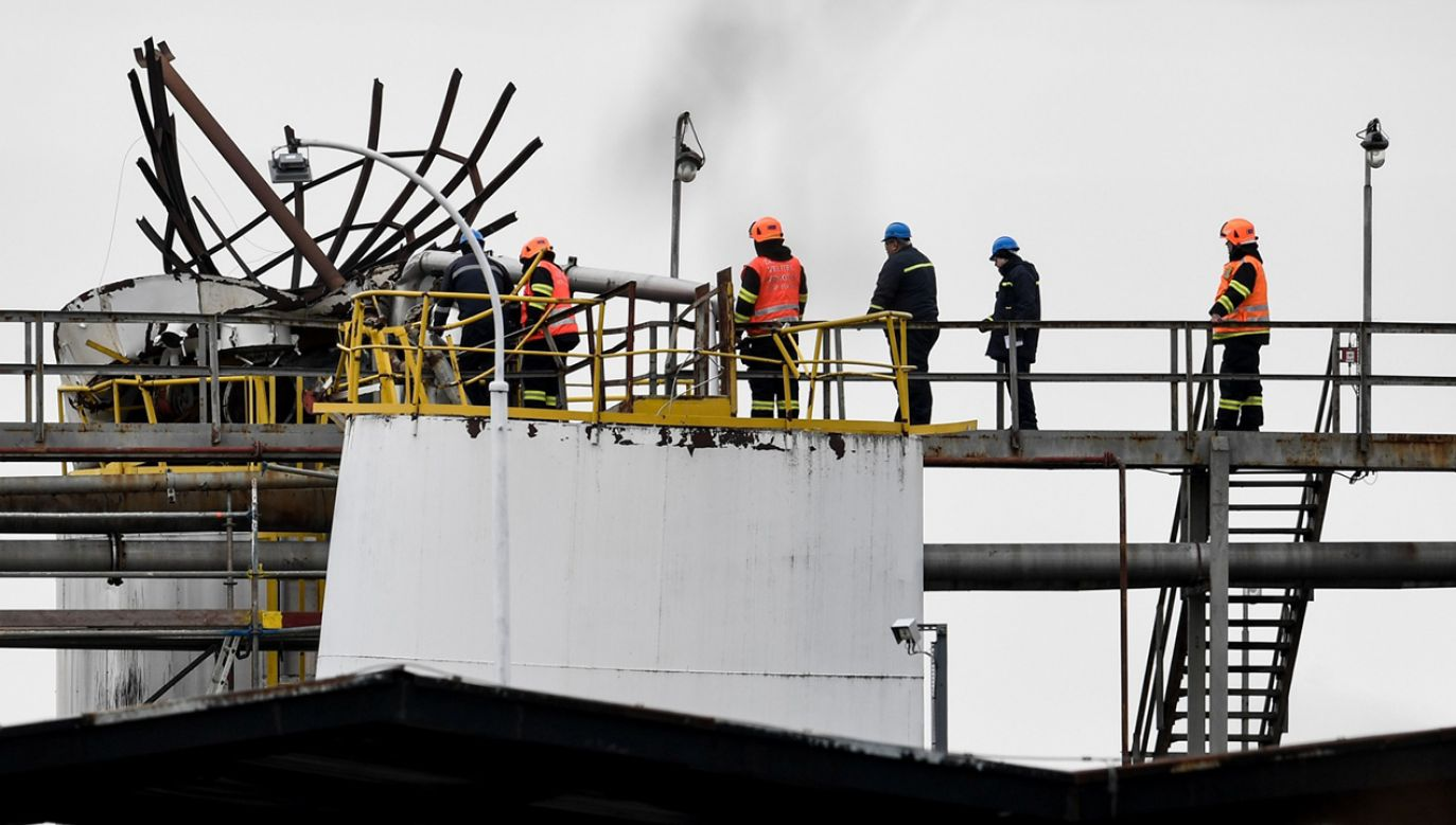 Znaleziono sześć martwych osób, są także ciężko ranni (fot.  PAP/EPA/FILIP SINGER)