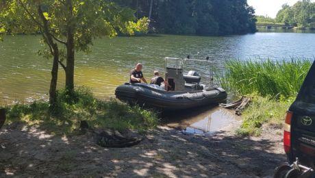 Ciało denata oraz broń wyłowiono z Jeziora Długiego w Olsztynie (fot. Grupa Specjalna Płetwonurków RP)