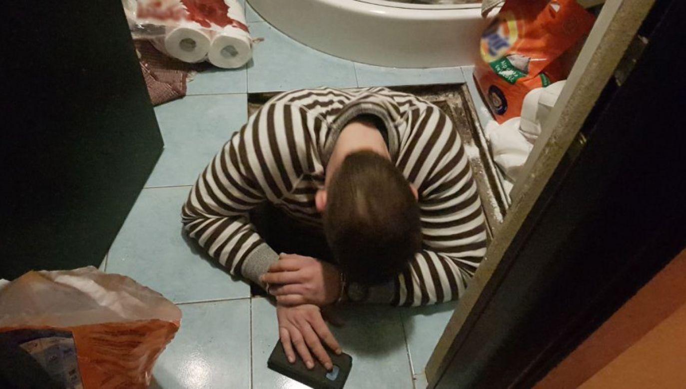 Mężczyzna został znaleziony i zatrzymany przez policjantów (fot. http://www.policja.waw.pl/)