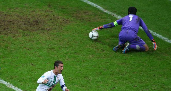 Cristiano Ronaldo pokonał Petra Cecha i Portugalia awansowała do półfinału (fot. Getty Images)