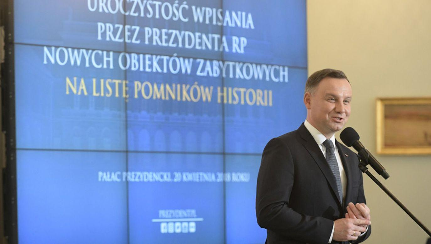 Prezydent Andrzej Duda wręczył rozporządzenia uznające nowe obiekty zabytkowe za Pomniki Historii (fot. PAP/Marcin Obara)