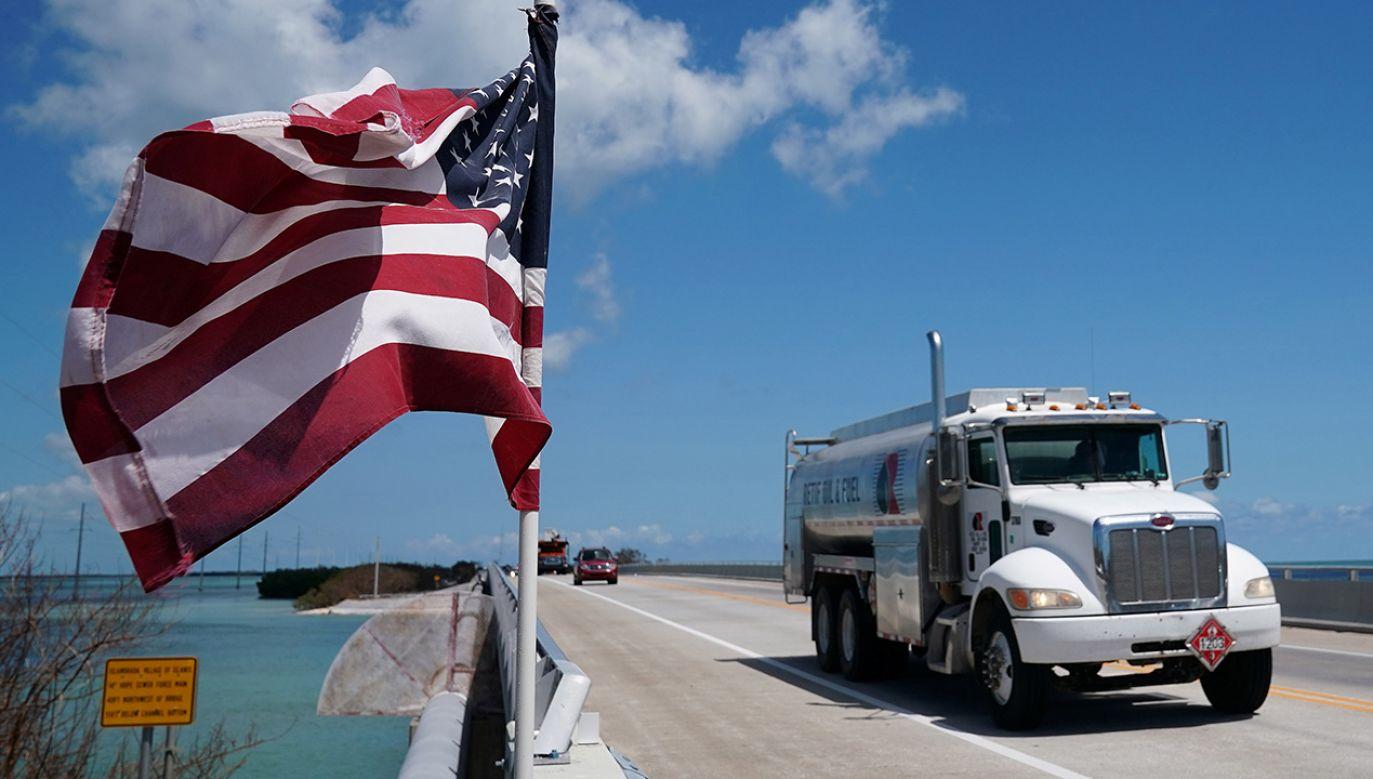 Potężny spadek zapasów paliw w USA podbił ceny (fot. REUTERS/Carlo Allegri)