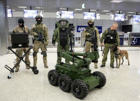 Robot pirotechniczny na lotnisku
