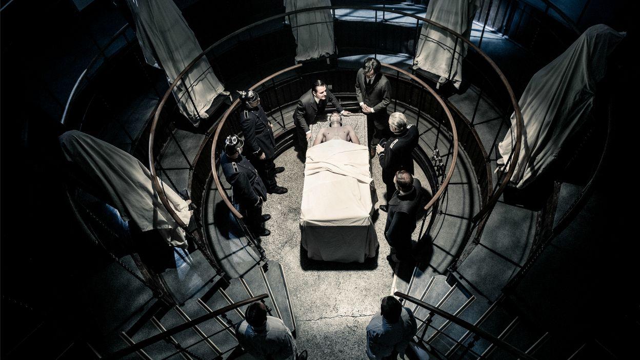 """""""Mock"""" to umiejętne połączenie kryminału i thrillera politycznego, w którym widz stale jest zaskakiwany nieoczekiwanymi zwrotami akcji (fot. J. Sosinski/TVP)"""