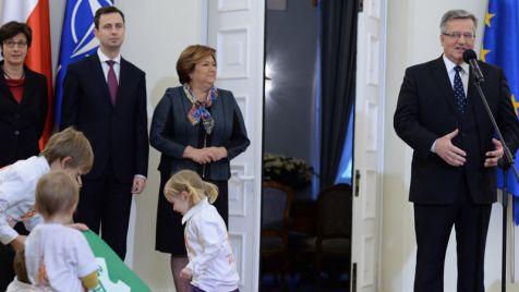 Prezydent Bronisław Komorowski podpisał ustawę o Karcie Dużej Rodziny (fot. PAP/Jacek Turczyk)