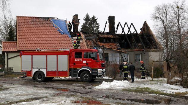 Pożar pochłonął trzy ofiary  (fot. PAP/Tomasz Waszczuk)
