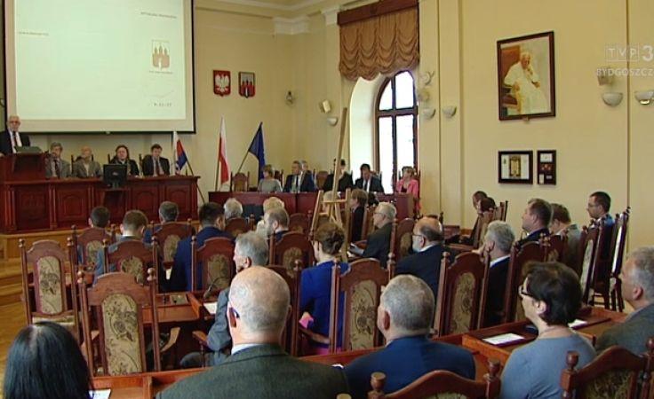 Rocznicę samorządności przyćmił na sesji spór o politykę