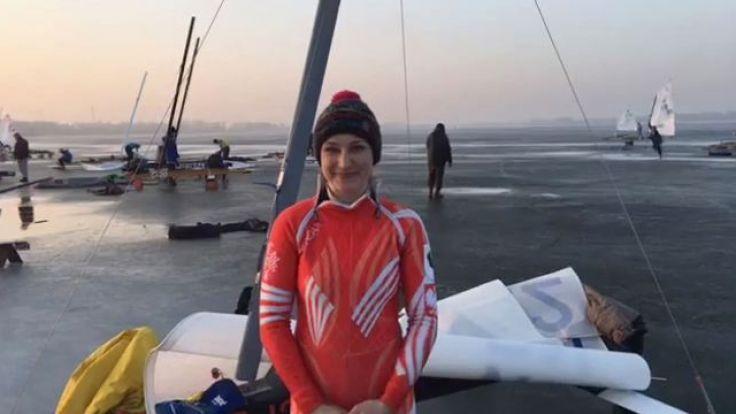 Sara Piasecka w przerwie regat na jeziorze Żnińskim (fot. AZS WSG MOS Żnin)