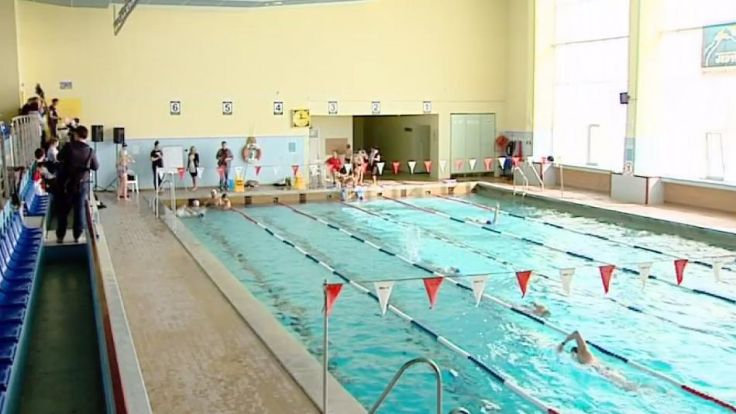 O 14.30 na Basenie Miejskim w Elblągu ruszyła 24-godzinna sztafeta pływacka.