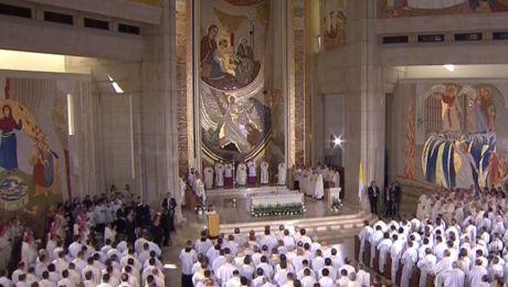 Do świątyni przybyło około 2 tys. kapłanów, zakonników, zakonnic i seminarzystów z całej Polski,