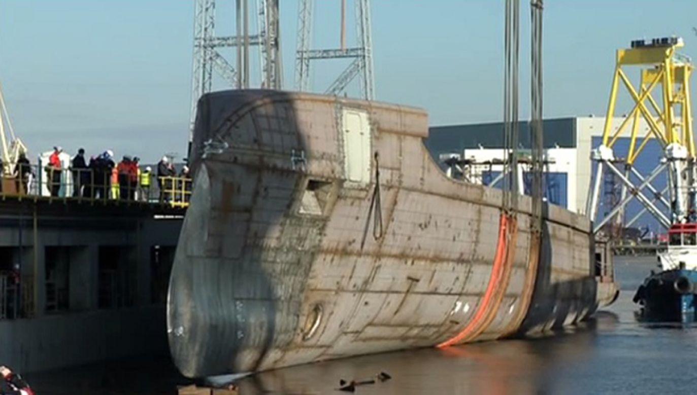 Jacht motorowy o długości blisko 80 metrów został zwodowany w piątek w Stoczni Szczecińskiej (fot. TVP Info)