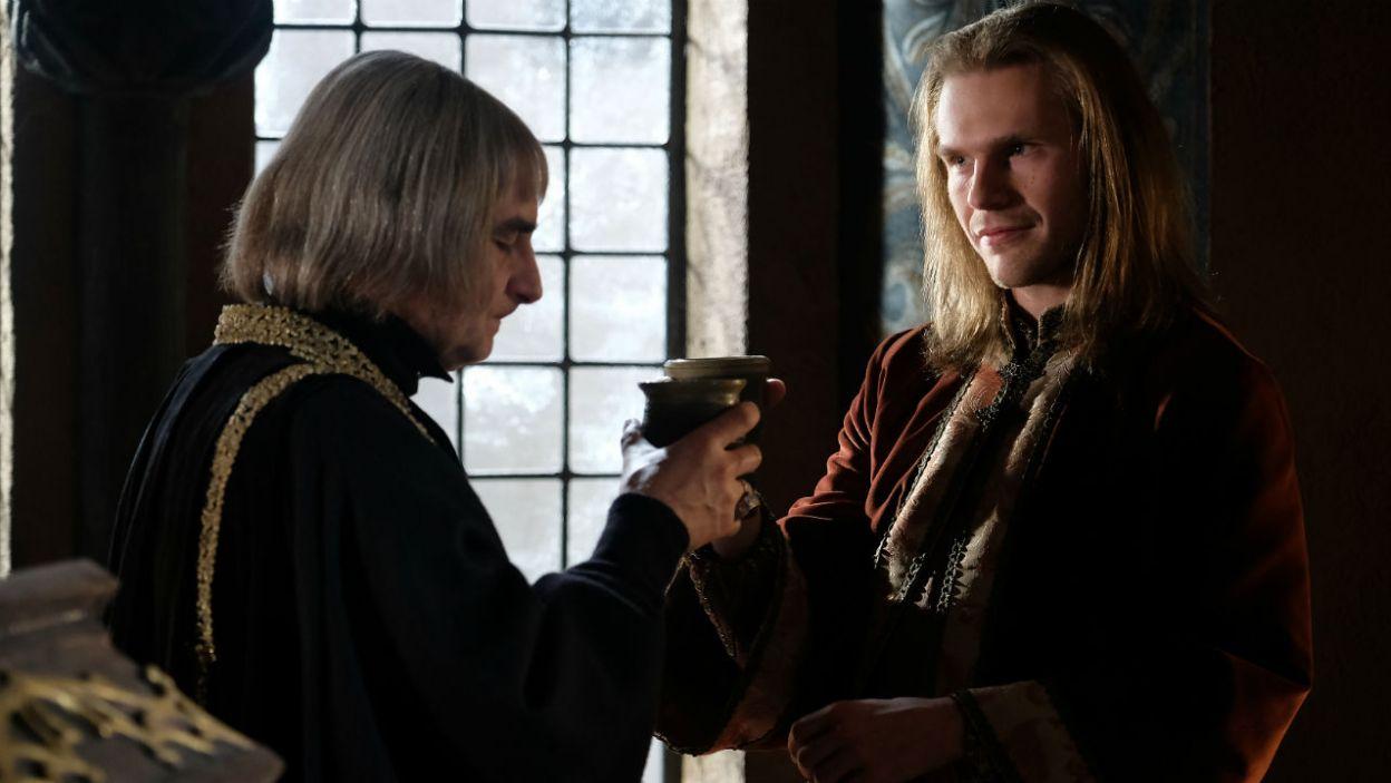 Duchowny znów knuje za plecami króla. Wieści o tym dotrą do Kazimierza? (fot. TVP)