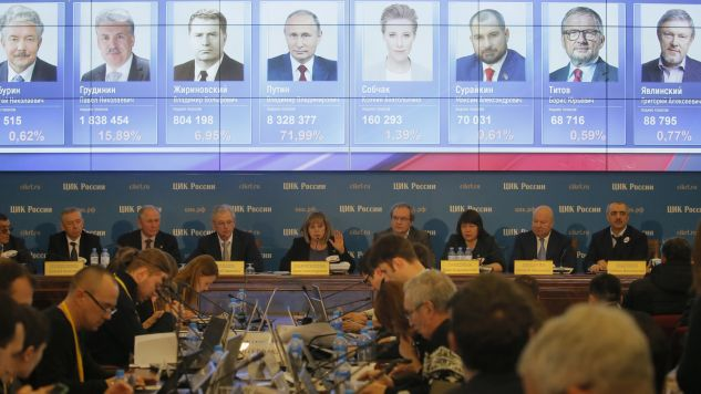 Exit polls i Państwowa Komisja Wyborcza wskazują na zwycięstwo Władimira Putina (fot. PAP/EPA/MAXIM SHIPENKOV)