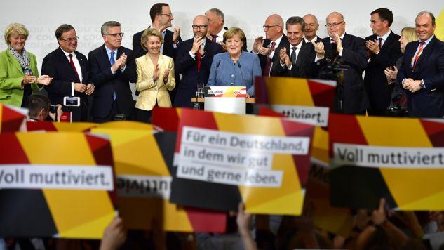 Stworzenie koalicji zajmie przynajmniej kilka miesięcy i będzie największym wyzwaniem dla kanclerz Merkel(fot. Alexander Koerner / Stringer)