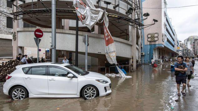 Tajfun pustoszy południowe Chiny (fot. PAP/EPA/ANTONIO MIL-HOMENS)